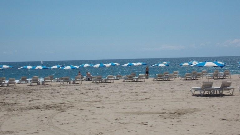 praias barcelona limpeza