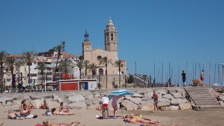 praia sitges igreja