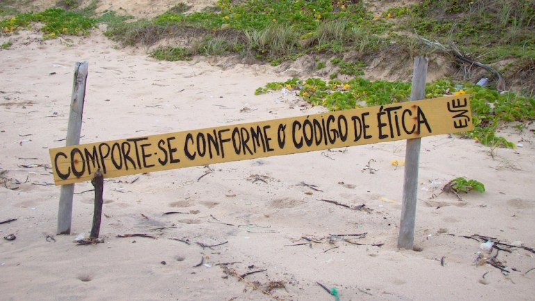 praia de nudismo brasil