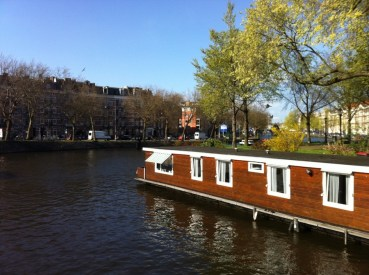 Hotel barco em canal de Amsterdam