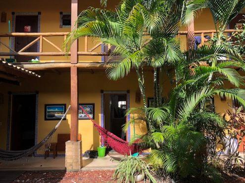 Pátio do Praia do Forte Hostel