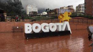 Letreiro no centro de Bogotá