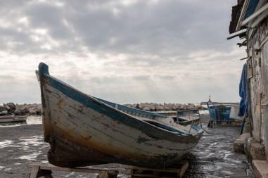 Barco no píer de Napoli