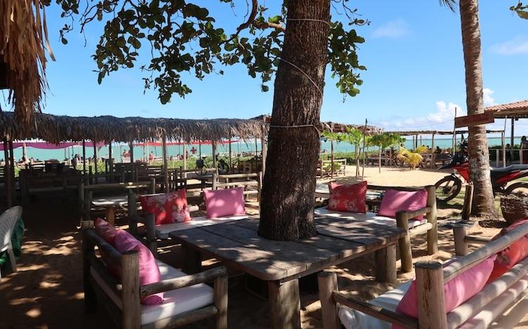Restaurante na praia de Ponta do Corumbau