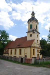 Blick auf die Schloßkirche Schöneiche bei Berlin