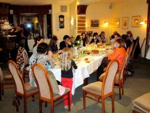 Nach getaner Arbeit: In Restaurant Tannenhof wurde durch die Inhaber des Restaurants, Herrn und Frau Röthke, für alle Teilnehmer und Helfer ein Essen gegeben.