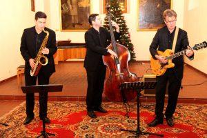 Swingten die Gäste der Jahresversammlung der Bürgerstiftung in den 2. Advent - das Schumann-Jazz-Trio