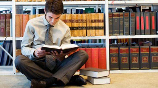 El Ministerio de Justicia convoca segunda prueba de evaluación para Abogacía 2017