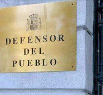 El Defensor del Pueblo apoya servicio orientación jurídica en los CIE