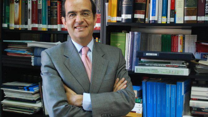 Abogacía nombra a José Luis Piñar delegado de protección de datos