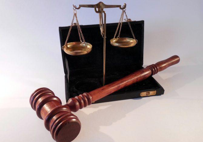 España impulsa un anteproyecto de ley para ser abogados y procuradores