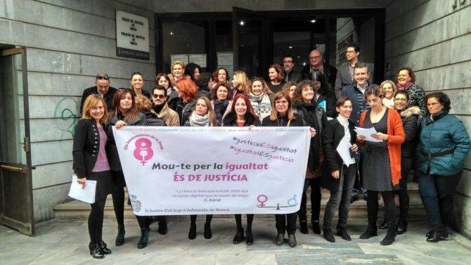 Icasueca celebra Día de la Mujer en la puerta de los juzgados