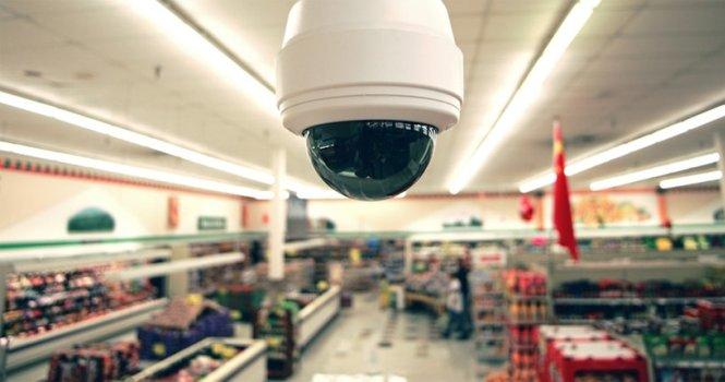 Vigilancia a cajeras de supermercados es apropiada
