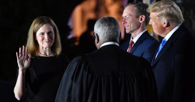 Amy Coney Barrett es la nueva juez del Supremo estadounidense