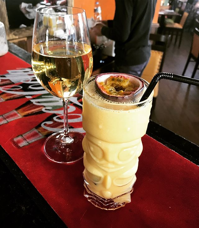 Glass of wine or a delicious smoothie? •••••••••#whitewine #smoothie #indulge #buffalo #greenwich #cuttysark #drinks #texmex #mexicanfood #american #grills #bbq #instagood #instadaily