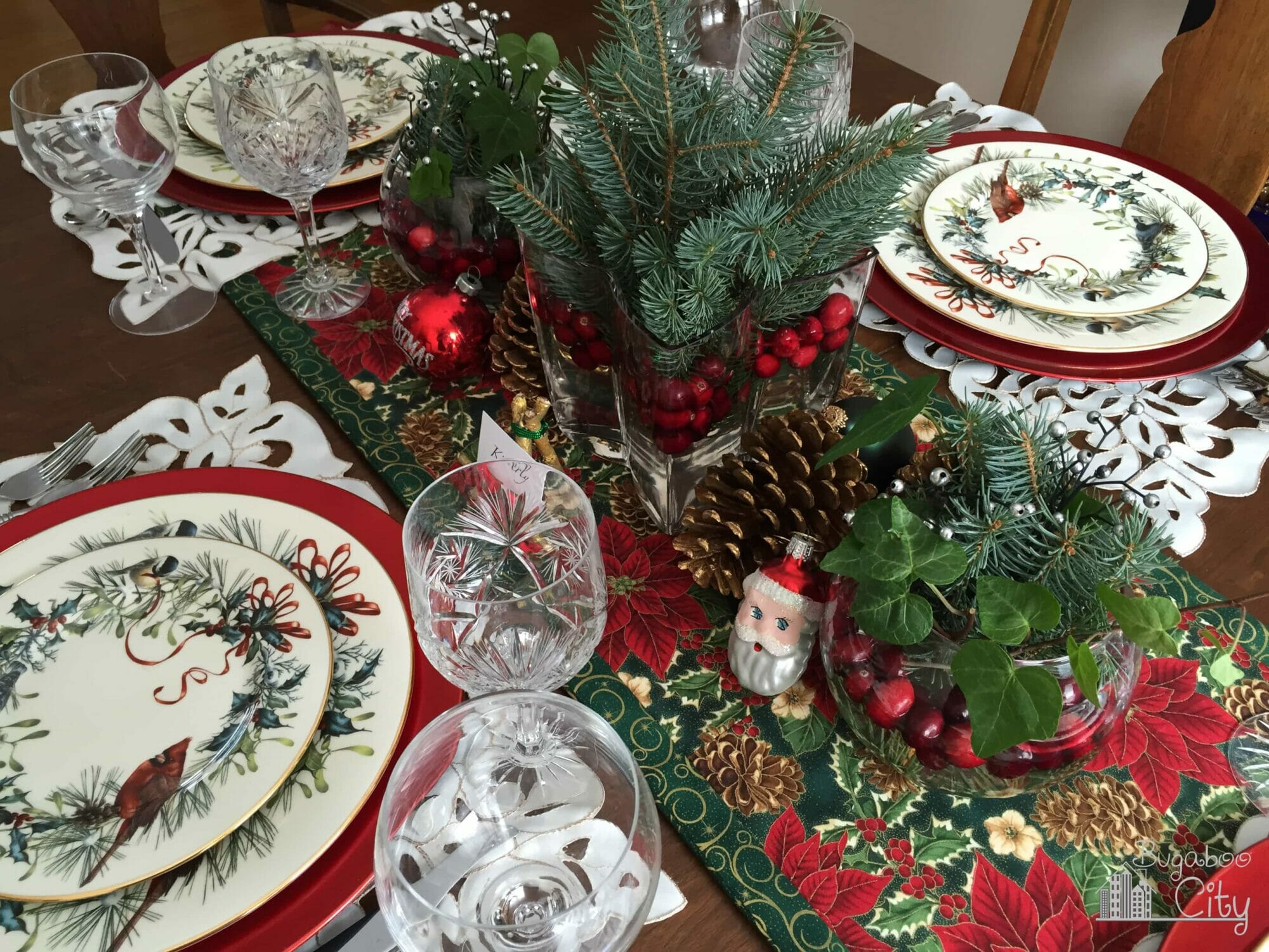 Christmas Dining Room Table Decorations A Classic Christmas Table Bugaboocity