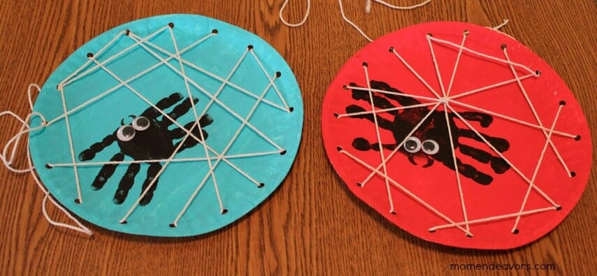 handprint-spiders-in-a-diy-lacing-card-by-mom-endeavors