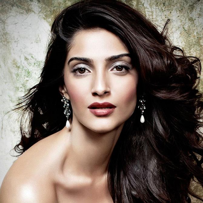 10-Bollywood-fashion-divas-we-all-envy