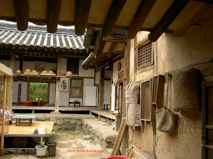 Inside a commoner's house in Andong's Hahoemaeul