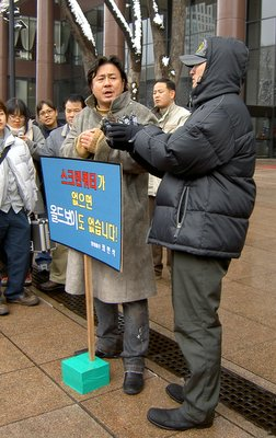 Choi Min Sik's one-man-protest
