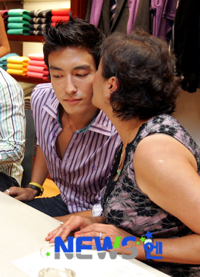 Daniel Henney and mom