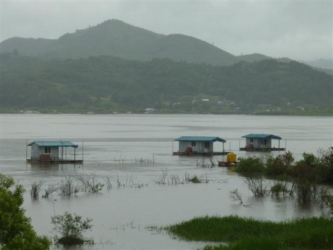Floating fishing cabins - Yedang Reservoir