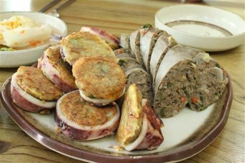 People also visit Abai Maeul to have a taste of Abai sundae and squid sundae.