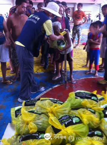Distributing relief goods to typhoon Yolanda victims