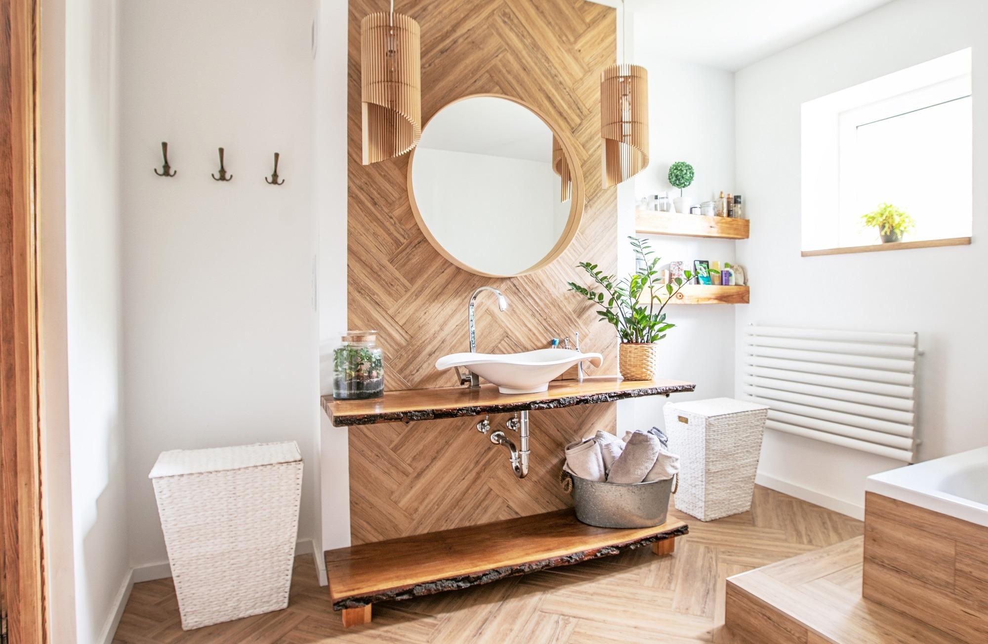 the modern wood bathroom decor
