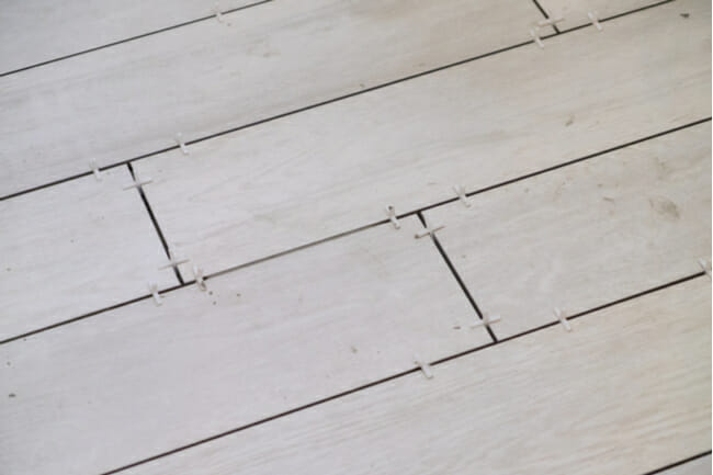 to lay a diagonal floor tile pattern