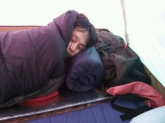 朝のテント内