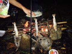 焚き火でイワナの塩焼きと鍋を作る