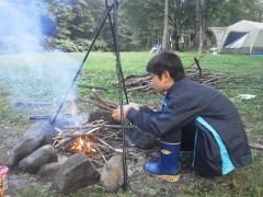 子供はやっぱり焚き火好き