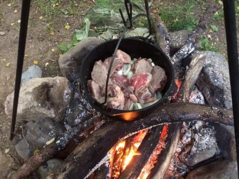 玉ねぎが透き通ったら、肉を戻す