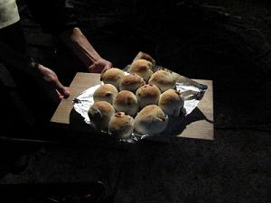 焼き上がったクルミレーズンパン