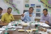 औद्योगिक विकास मंत्री सतीश महाना से मिले बायर्स एसोसिएशन, प्राधिकरण के अधिकारी भी रहे मौजूद, देखें वीडियों