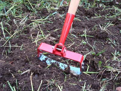 citizen farmer :: Cutting-down and tiling-in winter cover crops in the early spring
