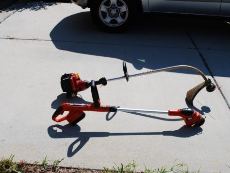 String Trimmer Review :: Black and Decker compared to gas string trimmer