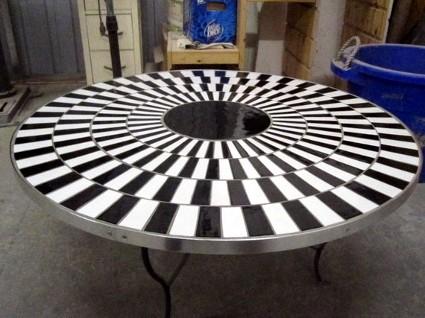 Cafe Wall Illusion Table via Deceptology