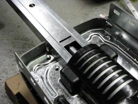 rail mounted to powerhead Genie PowerMax 1500