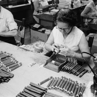 Cigar Factory, San Juan Y Martinez, Pinar del Río 1956 Gelatin silver print 16 x 20 in. ©Jesse A. Fernandez
