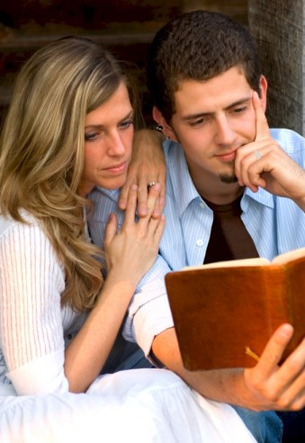couple_reading_bible_03_ring