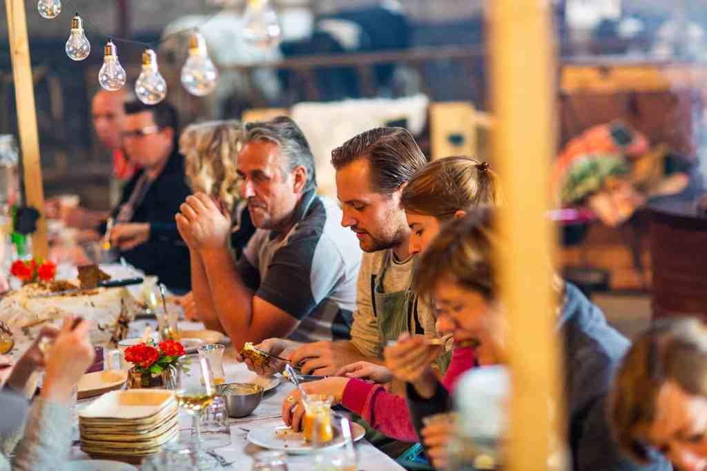 Familiedag uitje in brabant workshop koken op kampvuur