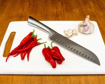 De voorbereidingen voor het maken van zoete chilisaus