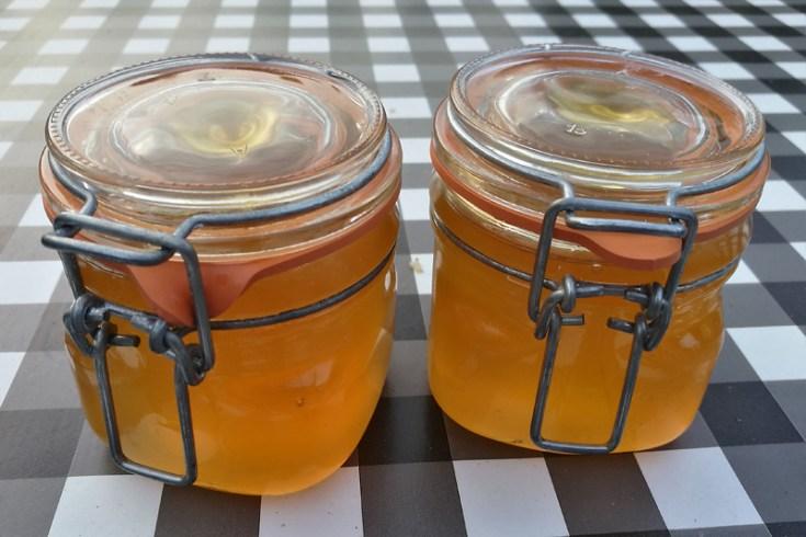 Het resultaat: Heerlijke armeluis honing.