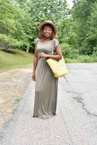 How to style maxi dress for summer graphic
