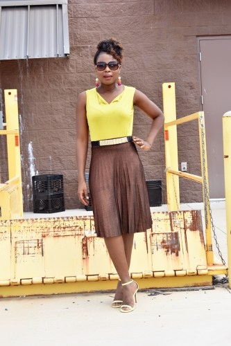 How to styled pleated skirt graphic