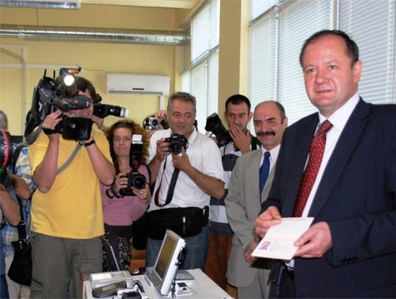 Ministur Mikov New BG Passport