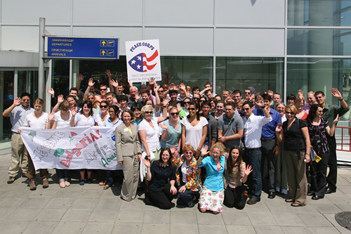 На 20 Май 2009г. 62 американци от Корпуса на мира пристигнаха в София за да станат доброволци из цяла България. ФОТО: Посолство САЩ, София