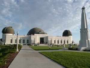 озволявям си да ви поканя ня едно прекрасно място тук в Лос Анджелес, което е свързано с тази статия - Обсерваторията ГРИФИТ, намираща се в едноименният, най-големият градски парк в целите САЩ, наричан още